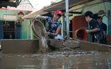 Thanh Hóa: Lũ rút, hàng nghìn hộ dân cật lực dọn bùn dày gần nửa mét