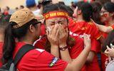 CĐV rơi lệ trên khán đài, ôm nhau bật khóc khi Olympic Việt Nam bỏ lỡ huy chương