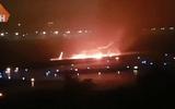 Video: Máy bay chở 166 người ở Nga bốc cháy rực trời khi hạ cánh