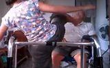 Video: Phẫn nộ người giúp việc bạo hành cụ ông bị liệt