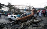 Hiện trường vụ sập cầu tại Ấn Độ khiến ít nhất 20 người thương vong