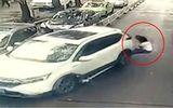Video: Nữ tài xế lúi xe như tên bắn, hất bay đôi nam nữ
