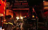 Hiện trường vụ cháy cửa hàng phụ tùng ô tô tại Sài Gòn lúc nửa đêm