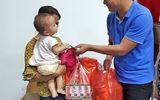 Tin tức - Hàng trăm phần quà hỗ trợ người nhà bệnh nhân sau cháy lớn ở Đê La Thành