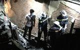 Tin trong nước - Phong tỏa hiện trường vụ cháy ở Đê La Thành, đưa thi thể nạn nhân ra ngoài trong đêm