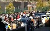 Video: Hơn 100 học sinh hỗn chiến, cảnh sát phải điều trực thăng đến dẹp loạn