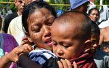 Cậu bé 5 tuổi sống sót thần kỳ sau 7 ngày mất tích trong thảm họa kép ở Indonesia