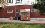 Tháo gỡ 10 thỏi nghi thuốc nổ trong cây ATM ở Quảng Ninh