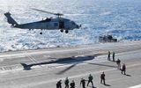 Tin thế giới - Trực thăng Mỹ rơi trên boong tàu sân bay ngay sau khi cất cánh