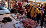 Tin tức - Khủng hoảng kinh tế, dân Venezuela mua cả thịt thối về ăn