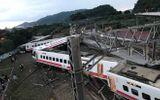 Tin tức - Đài Loan: Tàu trật khỏi đường ray, hơn 100 người thương vong