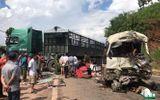 Xe khách đâm xe tải, hàng chục người gào khóc trên Quốc lộ