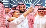 Video suýt giẫm đạp lên nhau vì muốn chụp ảnh selfie với Thái tử Ả Rập Xê Út