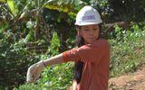 Tin tức - Hoa hậu Tiểu Vy đẩy xe đất, chung tay đào giếng thực hiện dự án nhân ái