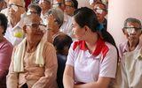 Nhịp cầu Hồng Đức - HDBank tiếp tục tài trợ chi phí phẫu thuật mắt cho 350 bệnh nhân