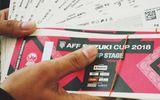 """Vé xem AFF Cup 2018: """"Phe vé"""" ngập tràn, giá gửi xe máy """"buốt ruột"""""""