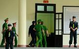 Tin tức - Xử vụ đánh bạc nghìn tỉ: Ông Nguyễn Thanh Hóa cũng rời tòa vì tăng huyết áp