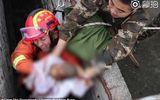 Tin thế giới - Video: Cận cảnh giải cứu em bé bị đẻ rơi xuống toilet công cộng