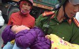 Tin tức - Phát hiện bé 3 tuổi bị bỏ đói lả, lạnh run dưới chân cầu vượt