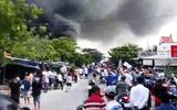 Cháy kho gần cầu Mỹ Thuận, người dân hoảng loạn ôm đồ bỏ chạy
