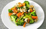 Món ngon mỗi ngày: Thịt gà xào súp lơ xanh giàu dinh dưỡng