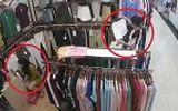 """Video: Nhân viên mải mê trang điểm, khách nữ thản nhiên bỏ quần áo vào túi rồi """"quên"""" trả tiền"""