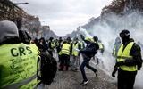Cận cảnh cuộc đụng độ giữa hàng ngàn người biểu tình với cảnh sát Paris
