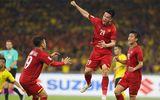 """Tin tức - Tiền vệ Huy Hùng nhận 1 tỷ đồng tiền thưởng sau màn """"xé lưới"""" Malaysia"""