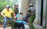 Nổ súng khống chế thanh niên 9X cầm dao tấn công cảnh sát