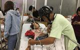 Người đàn ông bỏ lại xe máy, ngược xuôi đưa nạn nhân vụ tai nạn đi cấp cứu