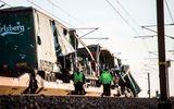 2 tàu hỏa đâm nhau trên cầu, 6 người thiệt mạng