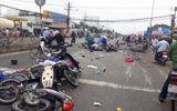 Video: Ớn lạnh xem clip xe máy nằm la liệt sau vụ tai nạn kinh hoàng ở Long An