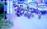 Video: Khoảnh khắc định mệnh xe container gây tai nạn kinh hoàng ở Long An