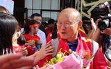 ĐT Việt Nam được vây kín tại sân bay khi vừa đến UAE dự Asian Cup