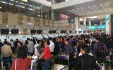 """Nhân viên an ninh hàng không Nội Bài bị """"cò"""" taxi dù hành hung, đánh gãy 4 răng cửa"""