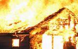 Long An: Cửa hàng nội thất cháy lớn trong đêm, một gia đình 4 người suýt chết