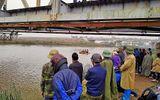 Thanh Hóa: 20 người tìm kiếm nạn nhân chết đuối trong giá rét
