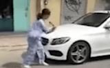 Tin tức - Hé lộ nguyên nhân cụ bà 67 tuổi dùng búa đập phá xe sang Mercedes-Benz 2 tỷ