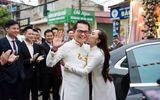 """Tin tức - NSND Trung Hiếu """"cười tít mắt"""" cạnh cô dâu kém 19 tuổi trong đám cưới"""