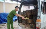 Xã hội - Quảng Nam: Bị Công an chặn, tài xế chở gỗ lậu bỏ xe chạy lấy người
