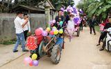 Tin tức - Video: Lạ lẫm màn rước dâu dùng máy cày kéo xe bò ở Nghệ An