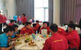 Tin tức - Khách sạn Dubai từ chối để CĐV Việt Nam gửi đồ ăn cho thầy trò HLV Park