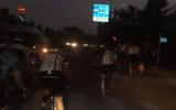 Tin tức - Video: Đi xe đạp liều mạng vượt đèn đỏ, tạt đầu xe khách