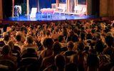 """Lạ lẫm nhà hát """"gây sốt"""" giữa lòng thủ đô Paris: Diễn viên và khán giả đều khỏa thân"""