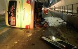 Xe khách lật nhào trong hầm Hải Vân, 5 người nhập viện cấp cứu