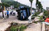 Quảng Ninh: Xe tải húc bay xe máy, đâm đổ cột điện rồi lật nhào
