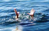 Cà Mau: 9 em nhỏ rơi xuống sông vì chìm xuồng đêm 30 Tết