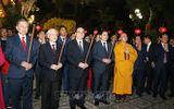 Tổng Bí thư, Chủ tịch nước Nguyễn Phú Trọng dâng hương tại chùa Trấn Quốc và chúc Tết nhân dân