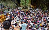 Hàng vạn du khách đổ về ngày đầu khai hội chùa Hương, bến đò chật cứng người