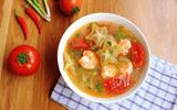 Món ngon mỗi ngày: Canh tôm chua nấu khế giải ngán sau Tết